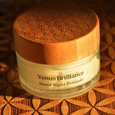 VENUS BRILLIANCE - Sweet Night Pomade with Mineral Crystal Particles and Herbal Plasma Waters