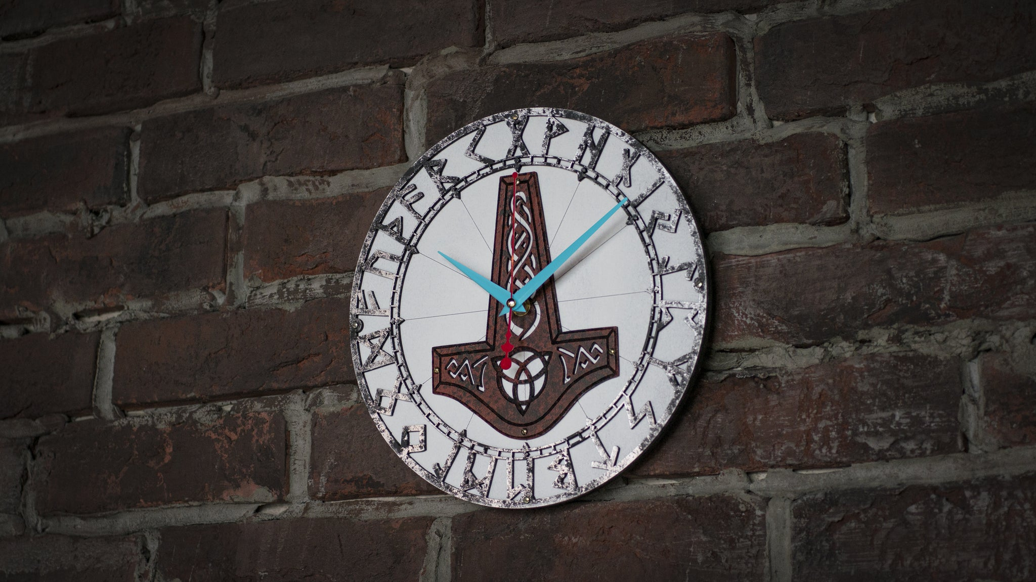 Mjölnir Rusty Metal Wall Clock - WOODANDROOT