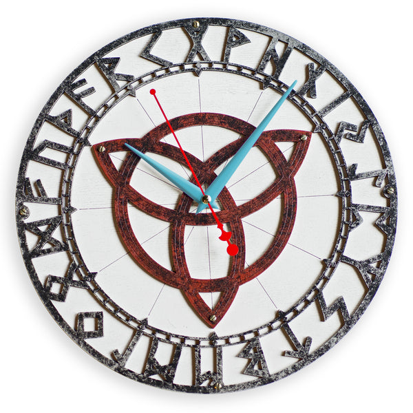 Triquetra Rusty Metal Wall Clock - WOODANDROOT
