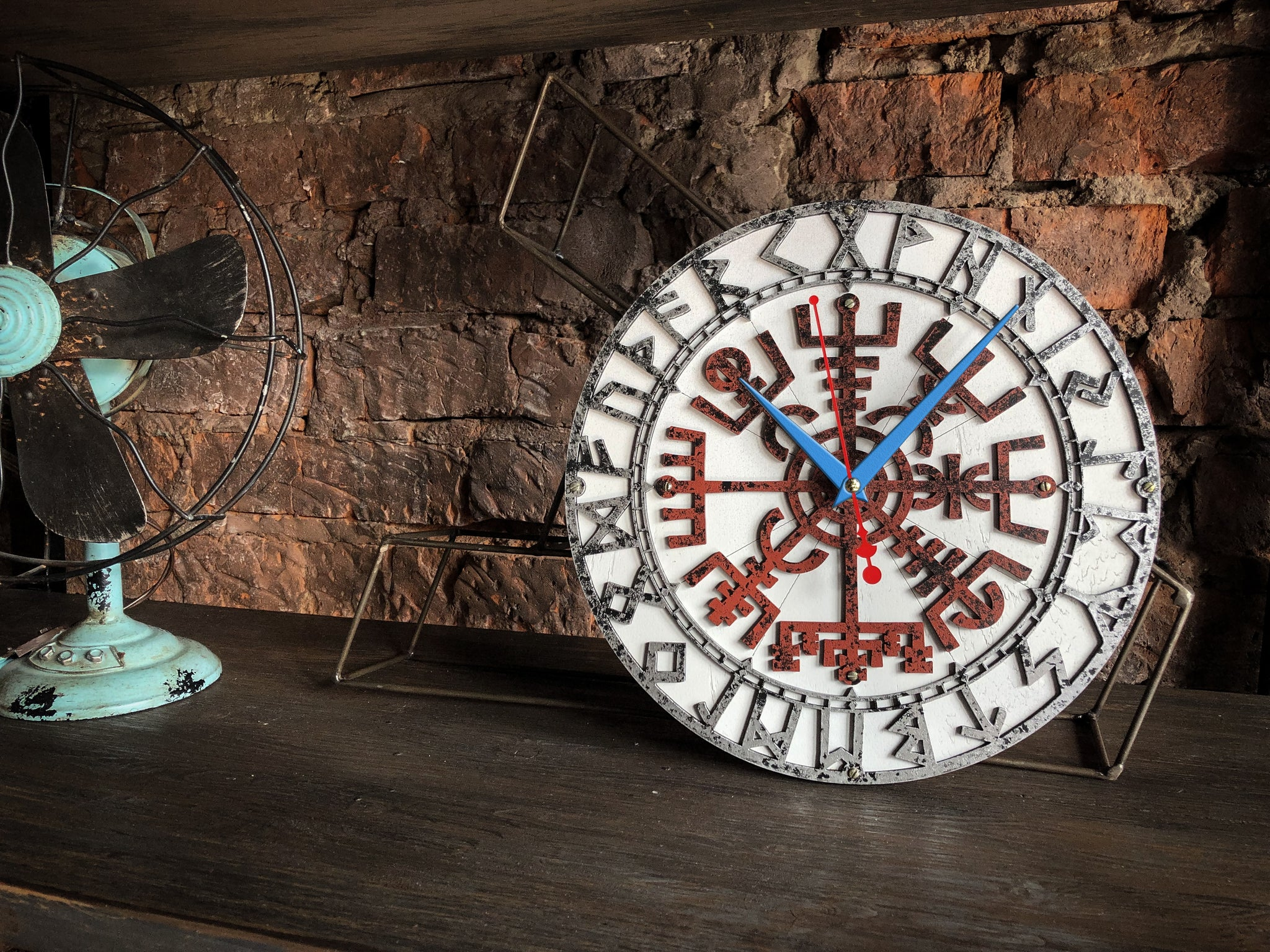 Vegvisir Rusty Metal Viking Wall Clock - WOODANDROOT