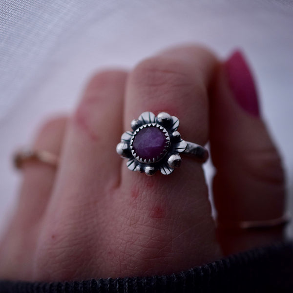 Supernova Ring with Rose Cut Sapphire size 6