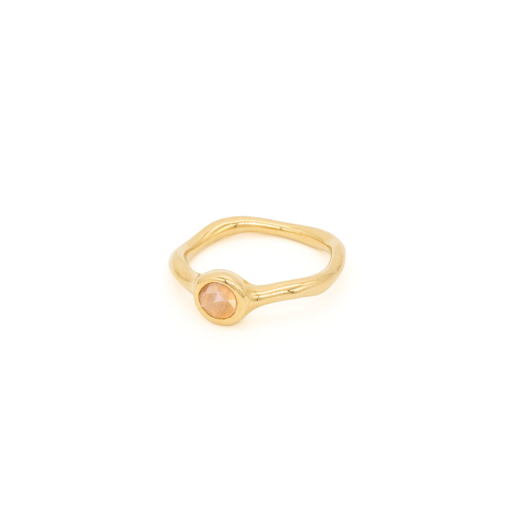 Hemera Ring with Peach Moonstone Gold