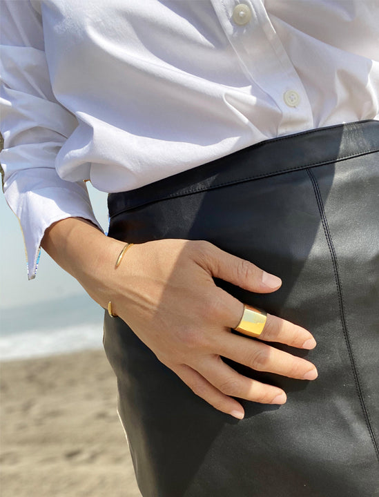 Female model wearing RICH 18K GOLD BAND RING BY Sonia Hou JEWELRY