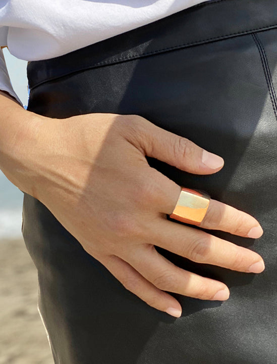 Female model wearing RICH 18K ROSE GOLD BAND RING BY Sonia Hou JEWELRY