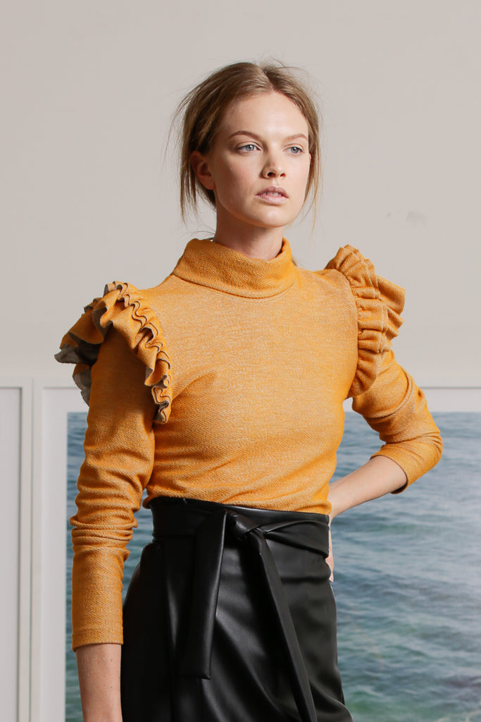 WINGED TURTLENECK - APRICOT
