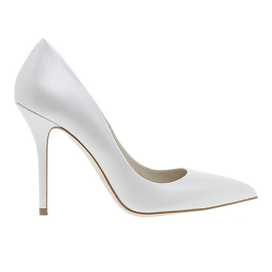 PUMPS IN WHITE
