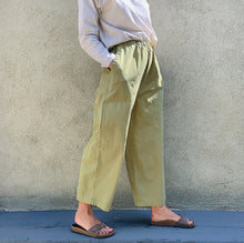 Load image into Gallery viewer, eleven stitch four pocket pant on model side view