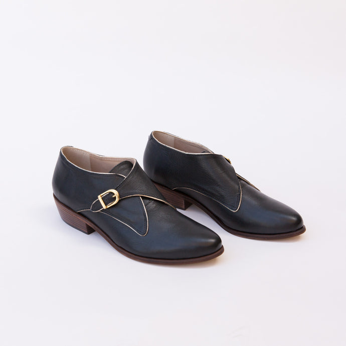 diagonal view gaucho oxford black from brazil