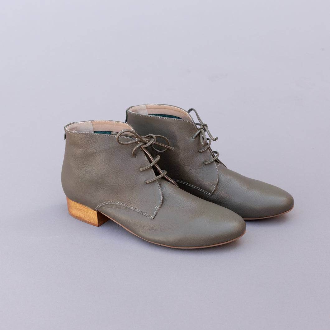 diagonal view oregano halo boot from brazil