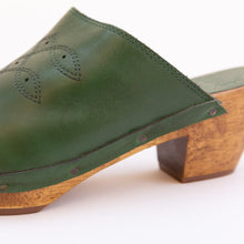 heel detail of square toe clog in green