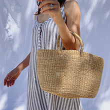 Load image into Gallery viewer, Natural Basket Purse