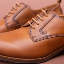 close up view pikolinos brandy lace-up oxford