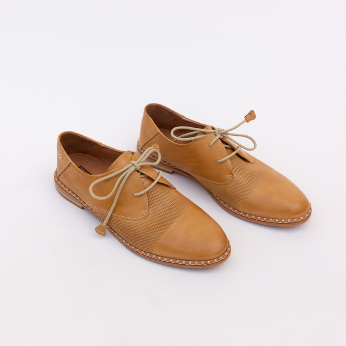 diagonal view of pikolinos oxfords in honey