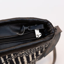 zipper detail of sisal bag in black & white