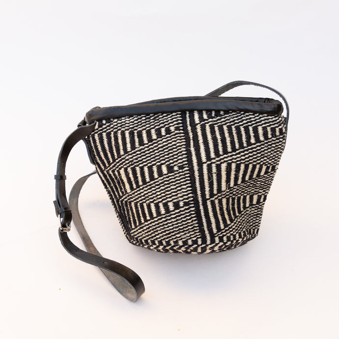 back view sisal bag in black & white