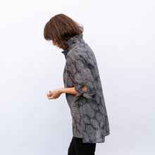 side view terra wire collar blouse in grey leaf print
