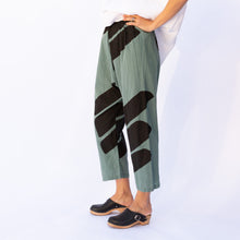 side view uzi pant in teal & black