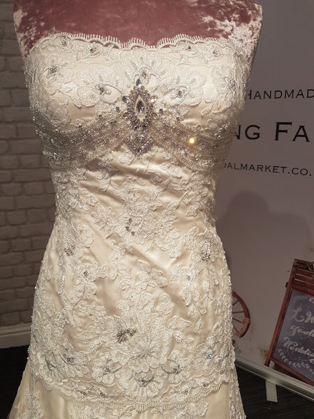 Symphony of Venus ex sample wedding dress size 8-10