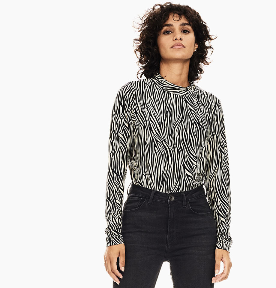 Sandshell Fitted Zebra Print long Sleeve Top GE000900