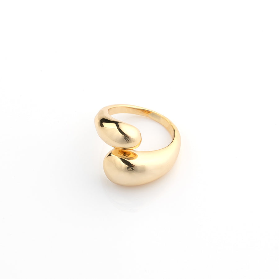 Twisted dome ring in gold