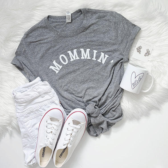 Mommin' Unisex Fit Triblend Grey T-Shirt