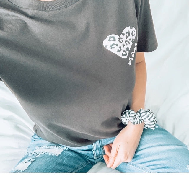 """Mama"" Leopard Heart Adult Ladies T-Shirt - Deep Charcoal with Round Scoop Bottom"