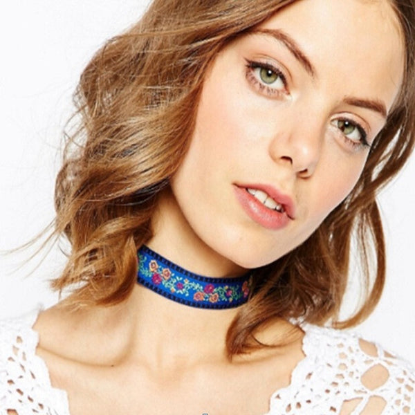 Floral Detail Choker Necklace