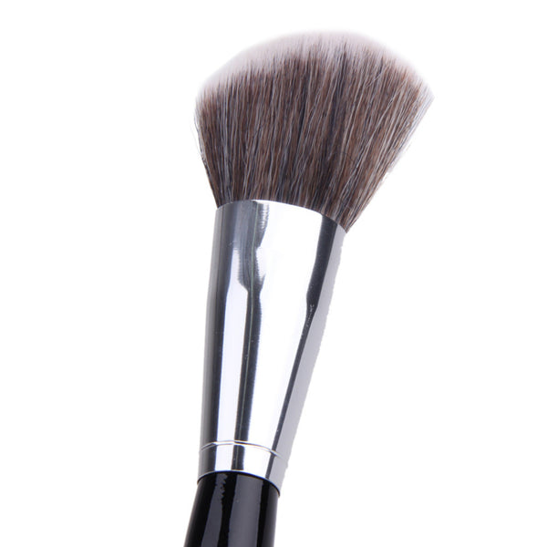 Oblique Blush Brush