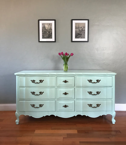Thomasville Solid Wood Mint French Provincial Dresser