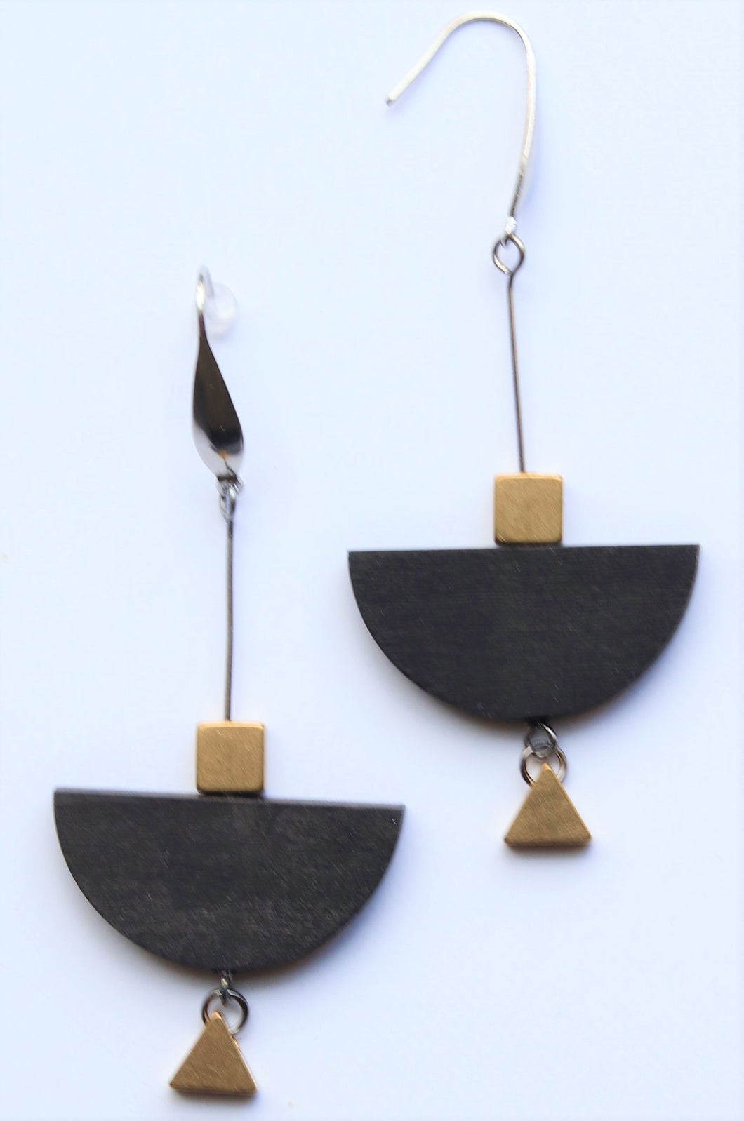 Long & Geometric Black B Boat Earrings