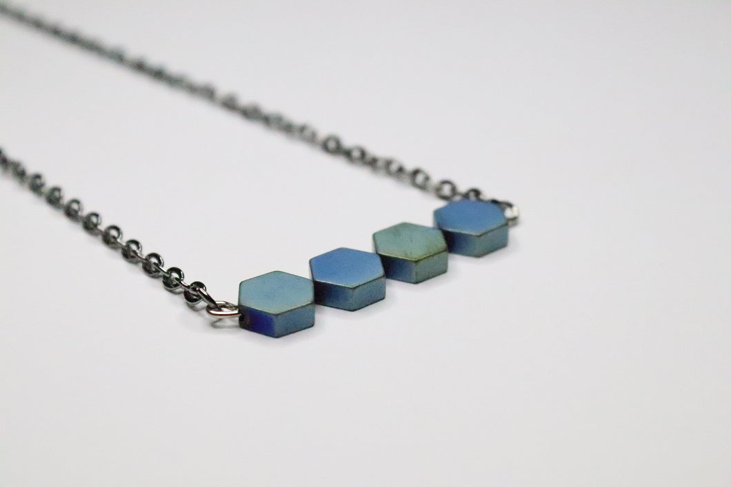 Small hexagon necklace Grey / Light Blue