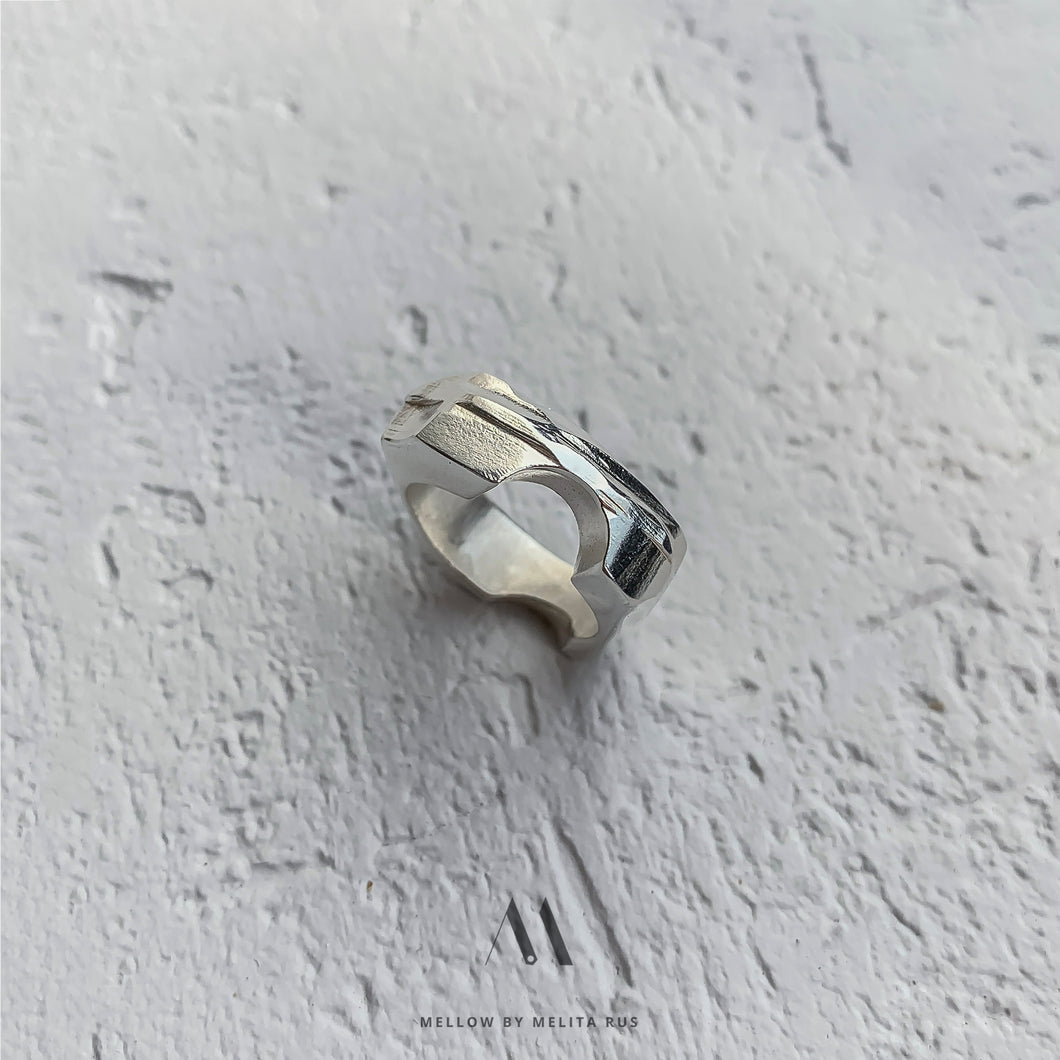 Sterling silver moon Ring R5/SiE10