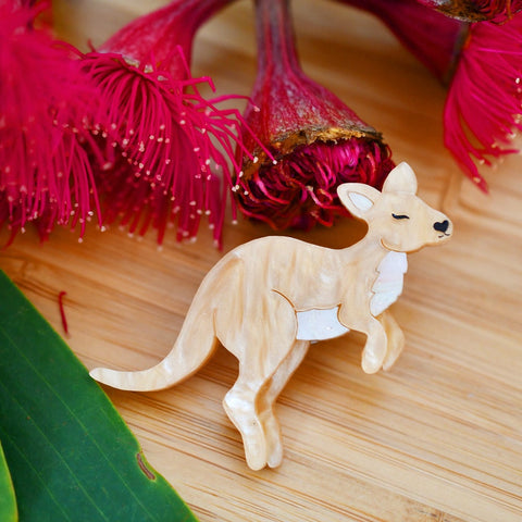 Matilda -Mini wallaby brooch - golden ripple