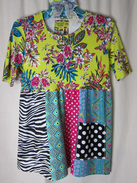 Tshirt Empire Top ~ LARGE