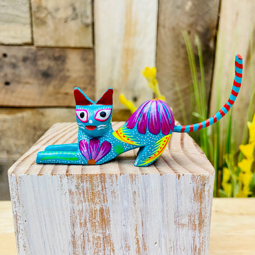 Mini Scratching Cat  Alebrije Handcarve Wood Decoration Figure