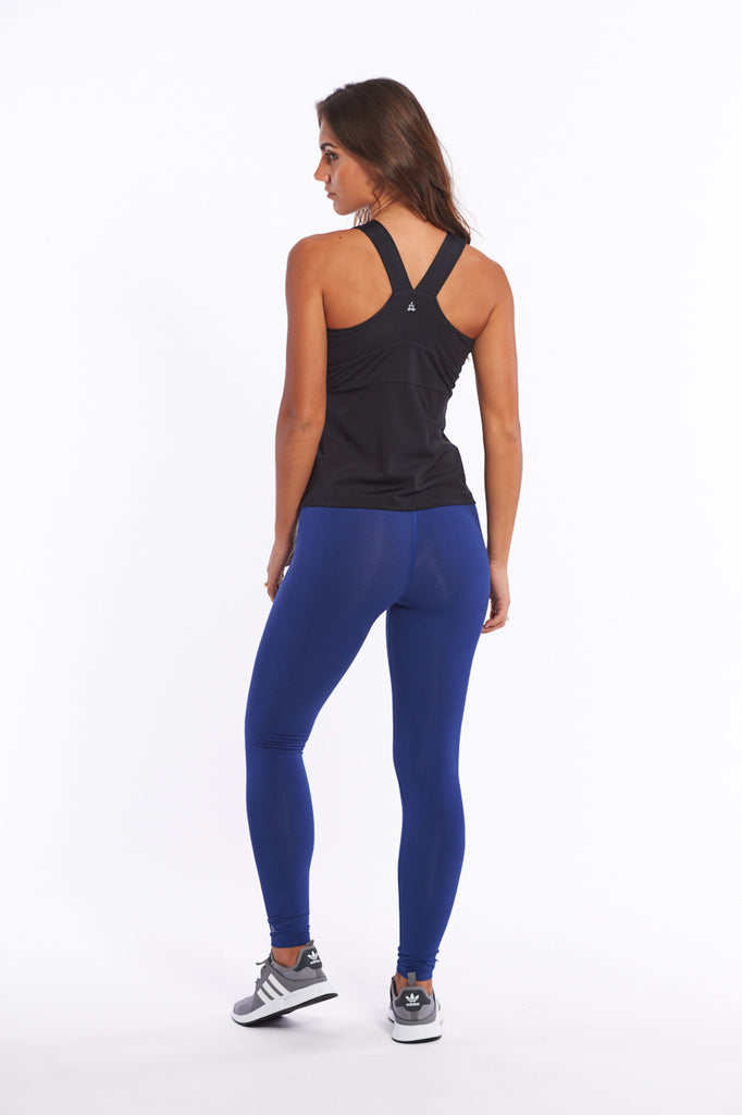 Activewear top made in Econyl quick drying