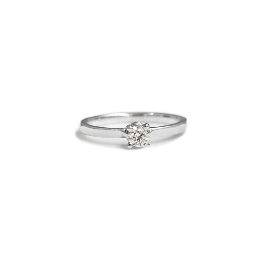 18ct White gold solitaire engagement ring
