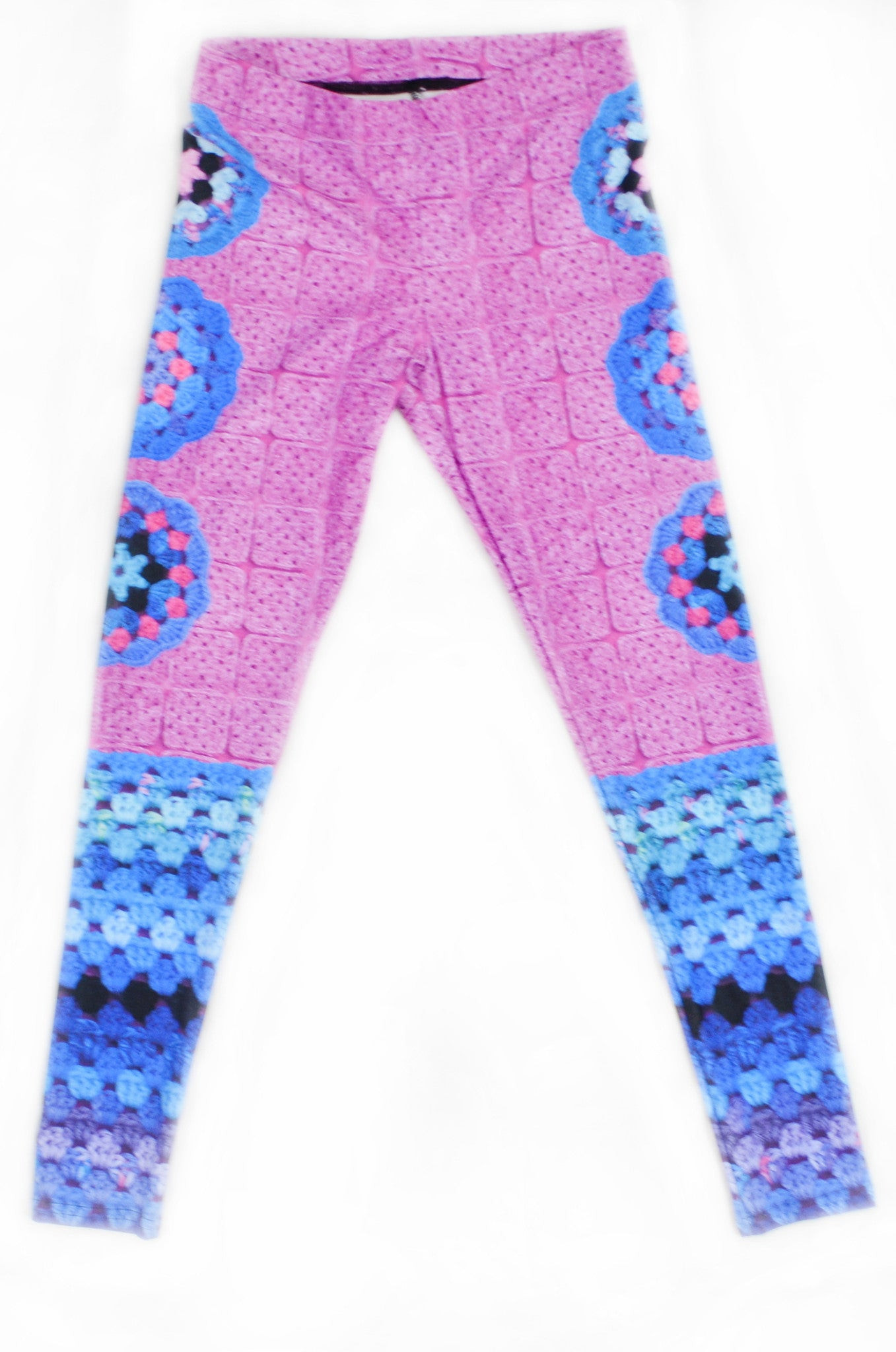 Snapdragon Brand Clothing Granny Square Crochet Print pink and turquoise leggings in style Mermaid Queen features a 1960s vintage boho feel and an ocean of colors. Made of comfortable spandex.