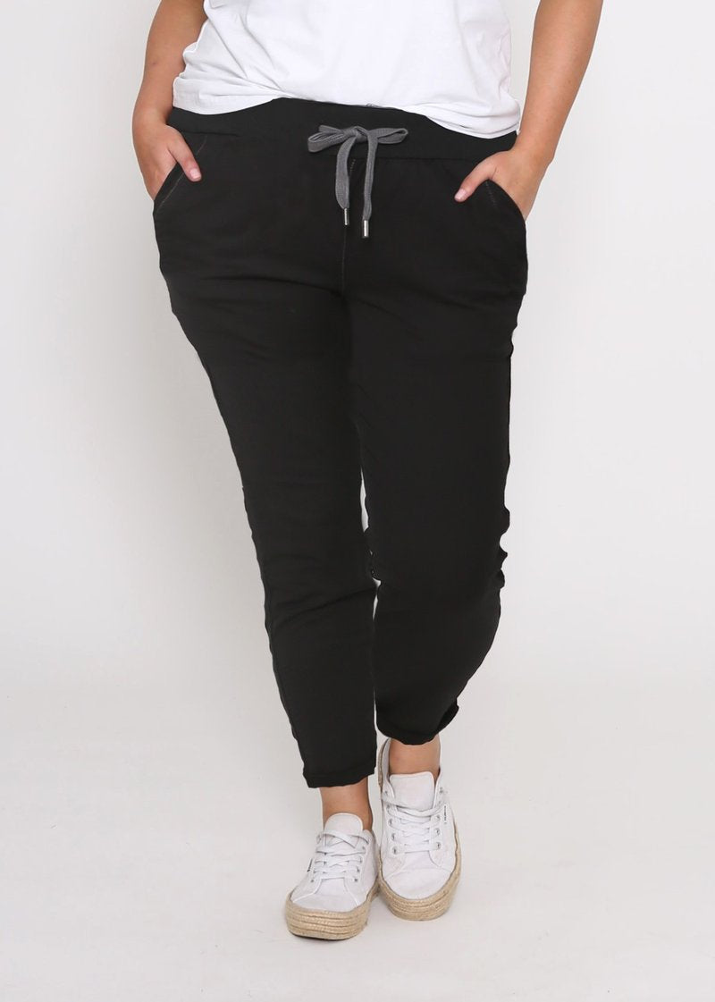 RILEY CURVES DENIM JOGGER - BLACK