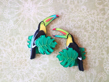 Vera Chan - Happy toucan brooch (Open beak)