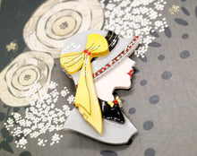 Vera Chan - Lady Portrait Brooch (Grey)