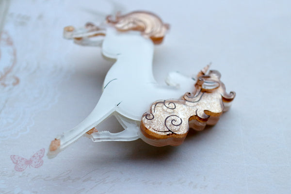 Vera Chan - Heather the unicorn brooch