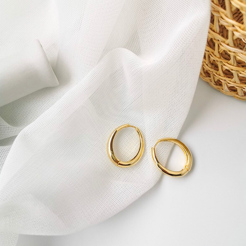The Chunky Elongated Gold Hoop Earring