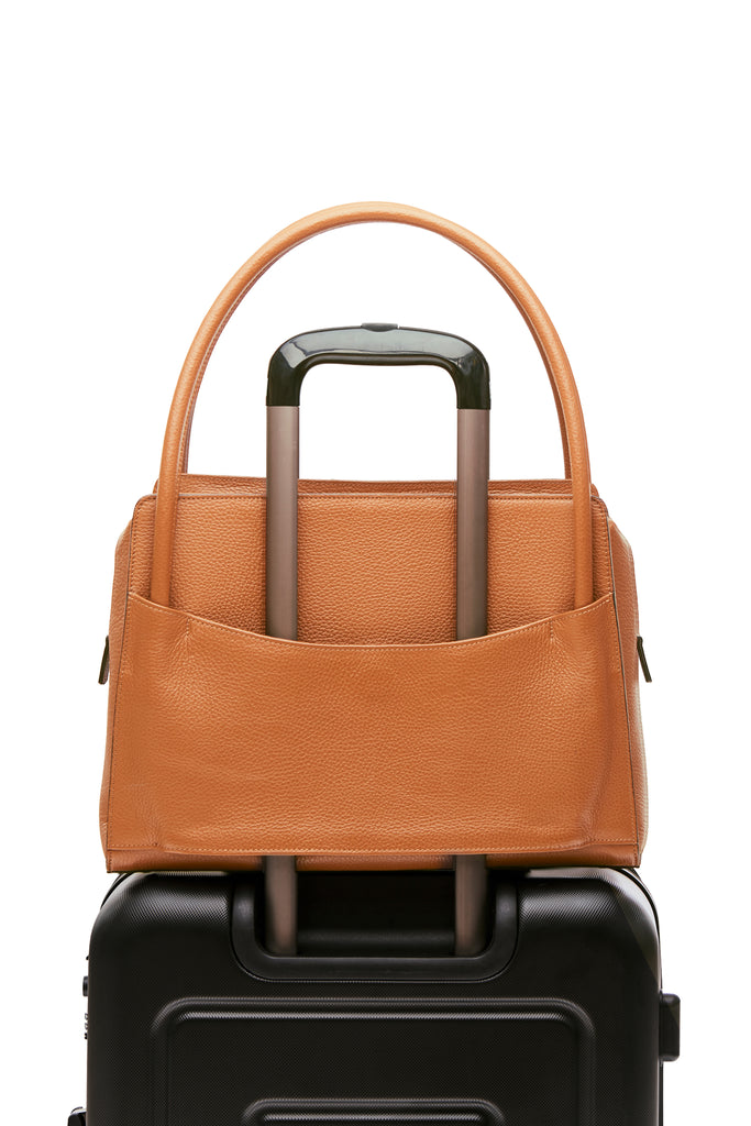 Sleek and functional workbag / business bag - VERDEN STUDIOS - The Skye in desert brown