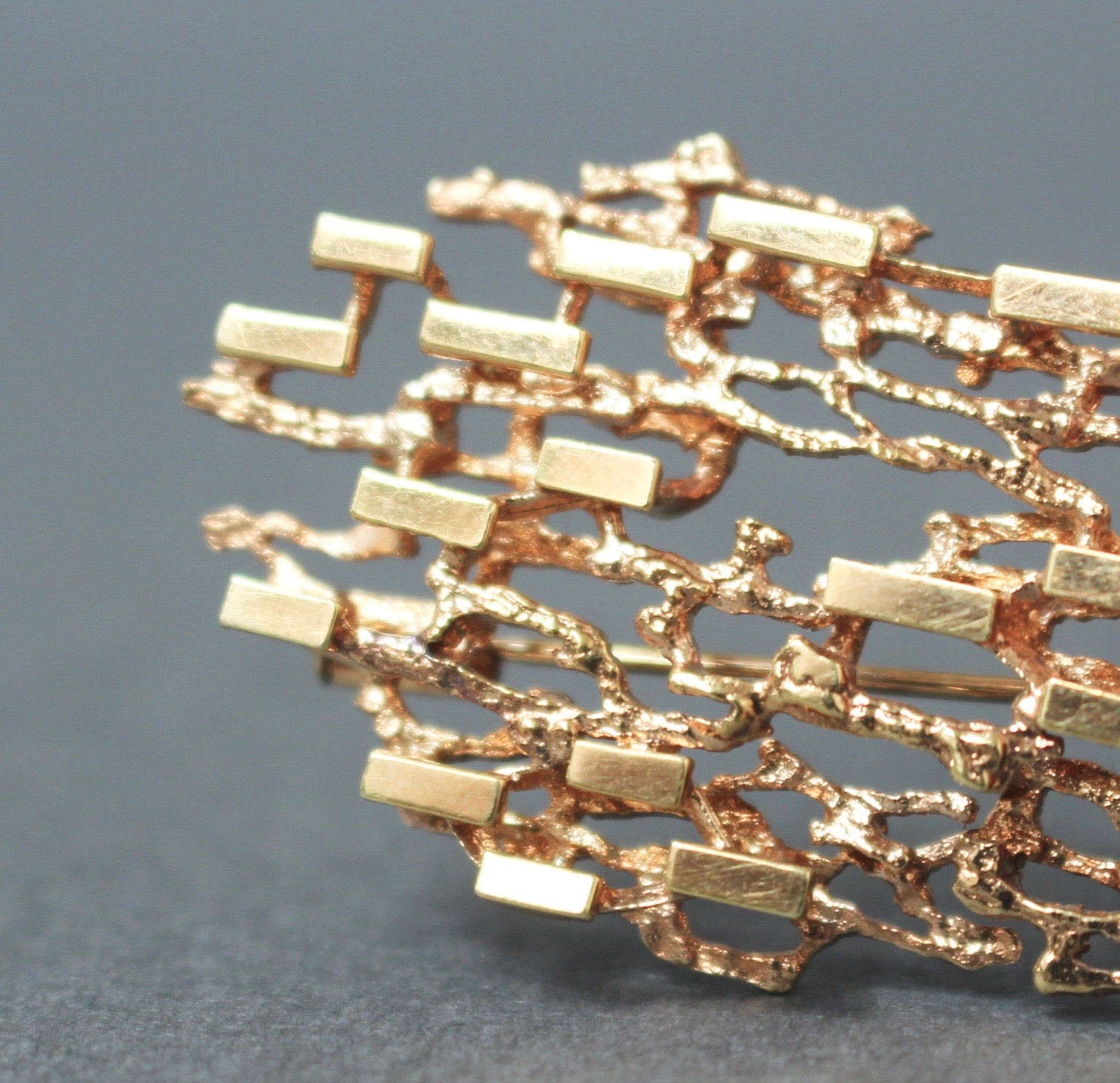 Stylised Abstract Brooch of 14ct Yellow Gold (circa 1970s)