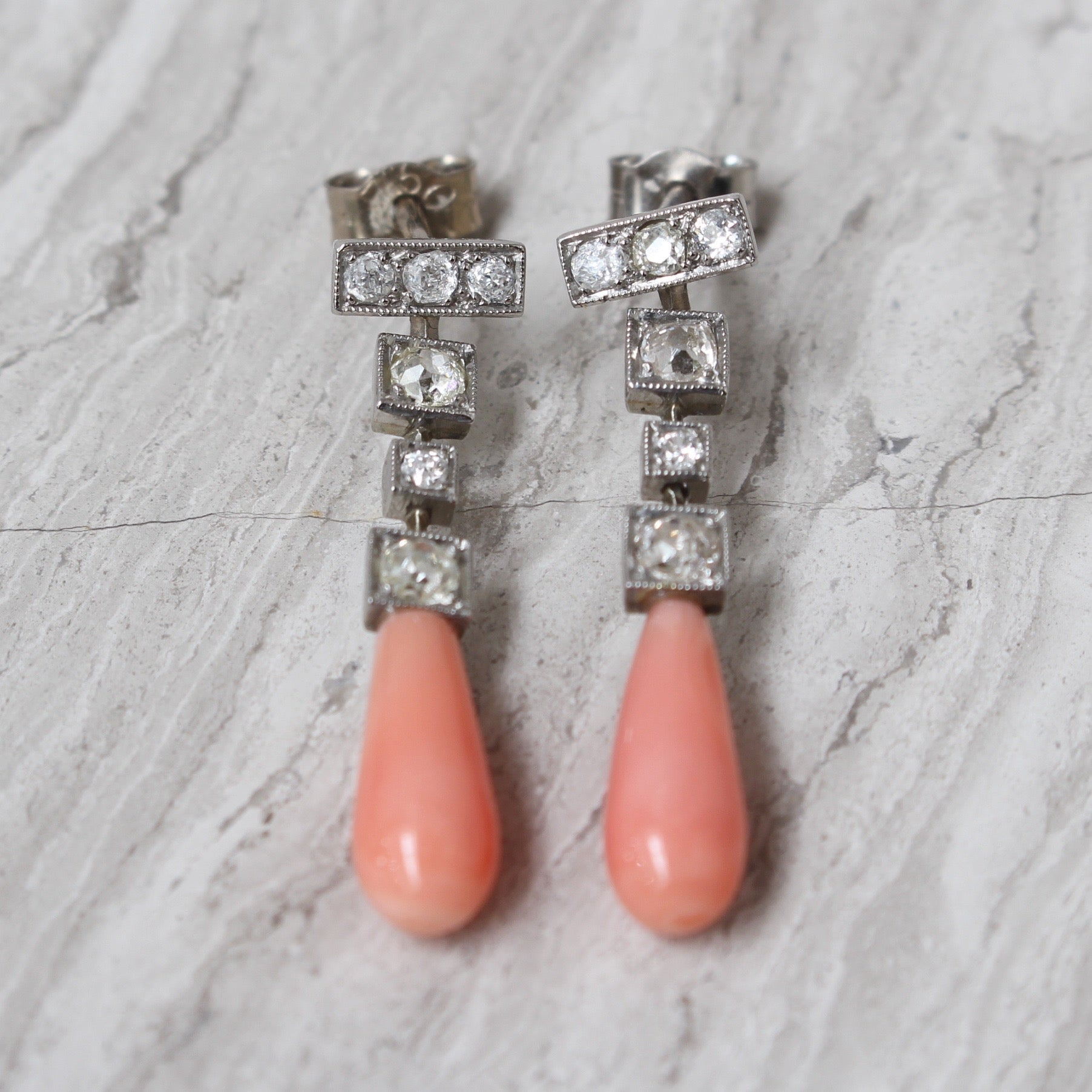 Diamond and Coral Art Deco 18-Carat White Gold Earrings (Circa 1950s)