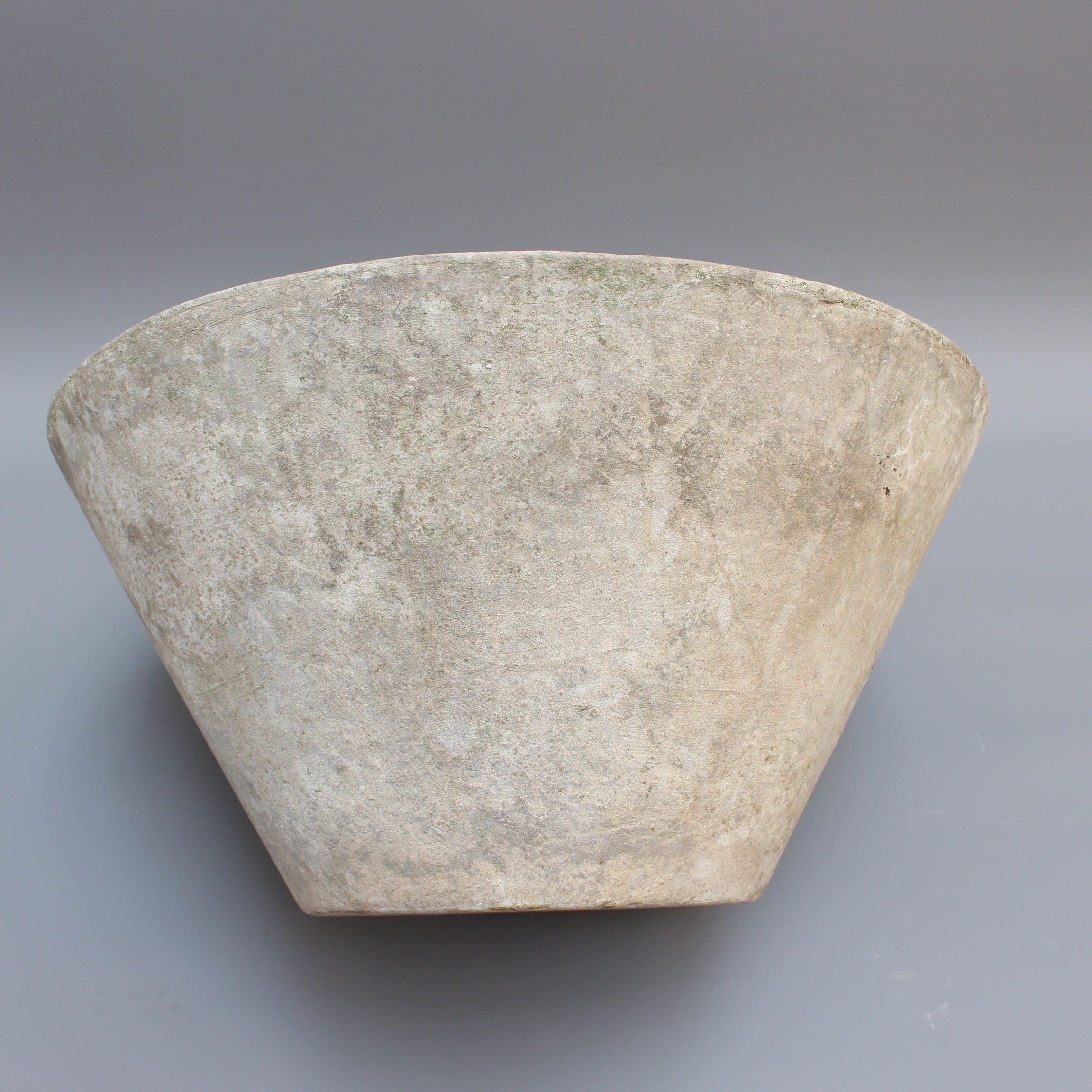 Cone-shaped planter attributed to Willy Guhl for Eternit (circa 1960s) - Small