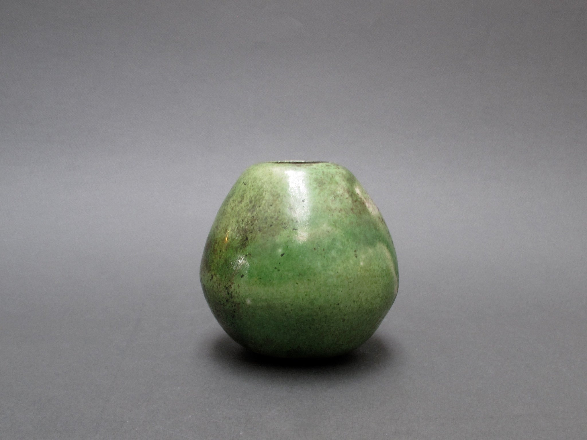 Avocado-shaped Mid-Century Ceramic vase (c. 1960s)