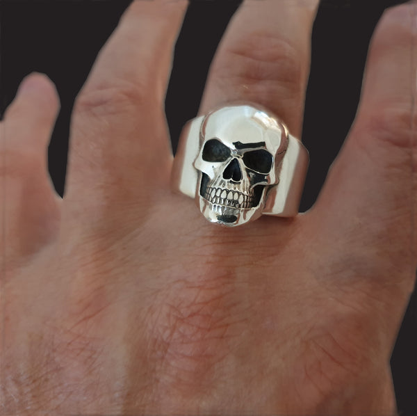 Evil skull ring with plain band