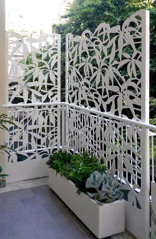 Schefflera screens and planter